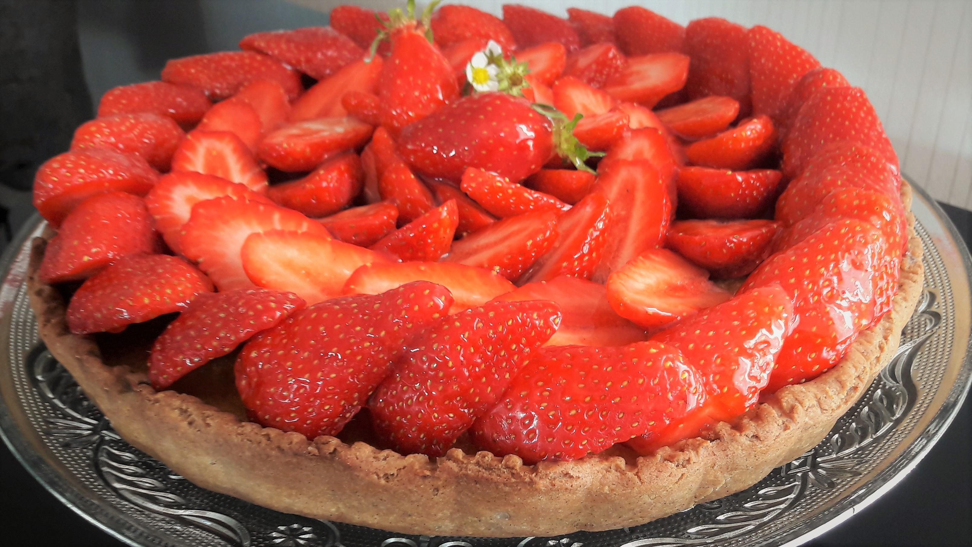 tarte aux fraise, crème d'amande et sarrasin