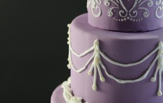 Wedding cake mauve, décor blanc